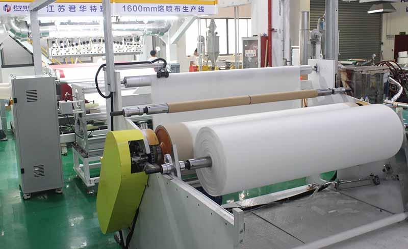 君华特塑1600mm熔喷布生产线.jpg